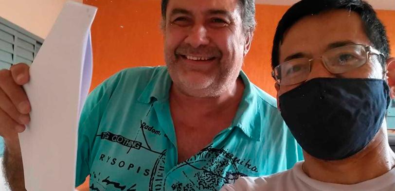 Ação do PCCs: SINDECTEB entrega alvará a aposentado do CDD Vila Marcondes