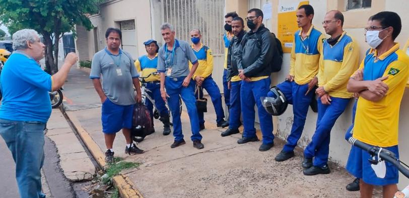 SINDECTEB mobiliza trabalhadores contra o fim da entrega matutina